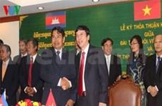 越南之声广播电台与柬国家广播电台签署合作协议