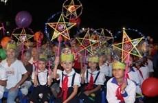 越南全国各地少年儿童欢度中秋节