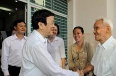 张晋创主席与胡志明市第一郡选民接触