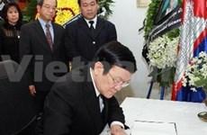 越南国家主席率团吊唁柬埔寨太上皇