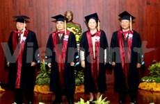 老挝高级领导被授予荣誉博士证书