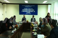 美国青年政治领袖理事会代表团访问越南