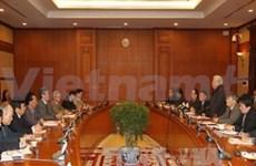 越共中央总书记阮富仲与中央理论常务委员会举行工作会谈
