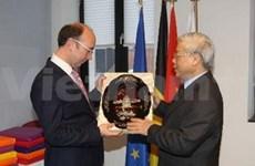 越共中央总书记阮富仲一行访问比利时一些地方