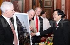 越南国家主席张晋创会见国际友人
