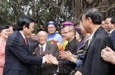 越南侨胞踊跃回国喜迎蛇年新春