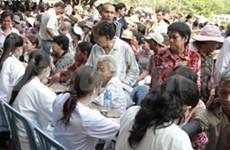 越南医务团赴柬埔寨开展免费看治病活动
