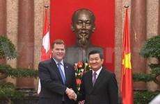 越南国家主席张晋创接见加拿大外交部长