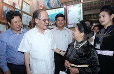 越南国会主席阮生雄与宣光省选民接触