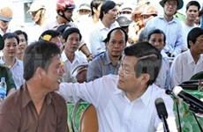 越南国家主席张晋创探望广义省李山岛县渔民