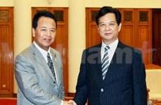阮晋勇总理会见日本经济和财政政策大臣