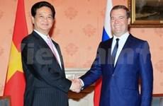 阮晋勇总理与俄罗斯总理梅德韦杰夫举行会谈