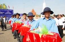 越南嘉莱省为烈士遗骨举行追悼会暨安葬仪式