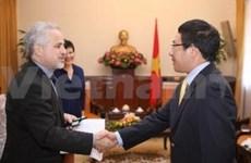 越南外交部长范平明会见加拿大外交部副部长莫里斯•罗森伯格