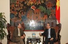 阮善仁副总理会见美国联邦越南教育基金会主席