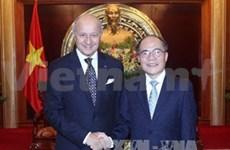 越南国会主席阮生雄会见法国外交部长