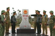 越南清化省边防部队与老挝华潘省军事指挥部加强合作