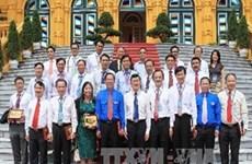越南国家主席会见年轻企业家代表