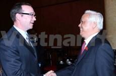 越南国会副主席汪周刘会见加越友好议员代表团