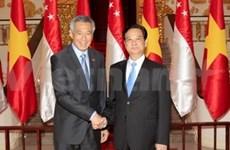 越南政府总理阮晋勇同新加坡总理李显龙举行会谈