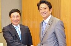 日本首相安倍晋三会见越南外长范平明
