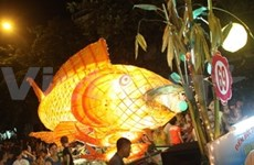 宣光省最大中秋果盘和中秋巨型灯笼创越南吉尼斯纪录