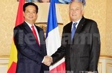 阮晋勇总理法、美之旅有利于提高越南在国际舞台上的地位和威望