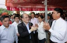 国会主席阮生雄同太平省建昌县人民欢度民族大团结节日