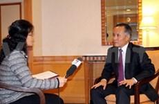 越南TPP谈判代表团团长接受记者采访
