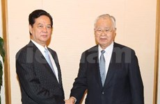 阮晋勇总理会见日本经济团体联合会主席