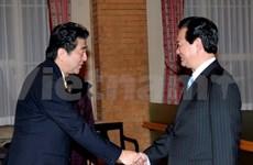 越南政府总理阮晋勇会见日本诸位政客