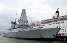 英国皇家海军驱逐舰访问越南岘港市