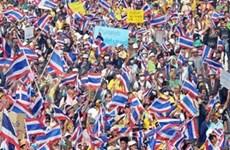 泰国2500人在曼谷首都游行示威