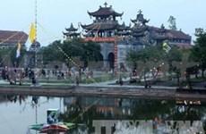越南祖国阵线中央委员会副主席向宁平省天主教教民致以节日祝福