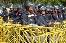 泰国警方发射催泪弹驱散示威者