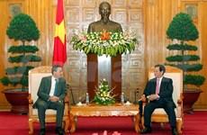 阮晋勇总理会见阿尔及利亚工业和投资促进部部长