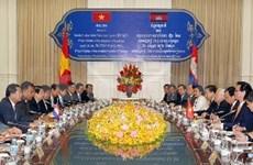 阮晋勇总理会见柬埔寨首相洪森