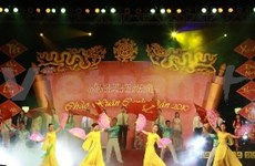 越南各地纷纷举行2014年甲午新春诗歌日活动