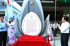 越南国家主席张晋创向阮生色副榜老先生敬香