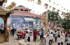 2014年越南西宁省黑婆山春节庙会吸引众多游客