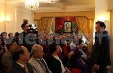 越南政府副总理武文宁同旅居英国越南侨胞举行会面
