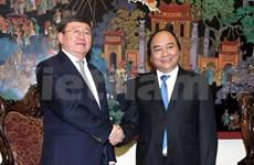 阮春福副总理会见蒙古外交部副部长