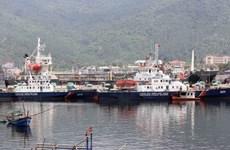 越南外交部和国家油气集团向越南海警和渔检力量赠送礼物