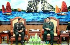 越南国防部长冯光青会见柬埔寨反恐部队司令