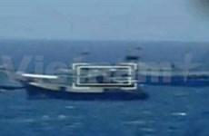越南海警船和渔检船保障渔船安全