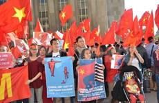 旅居法国越南人举行示威反对中国侵犯越南主权