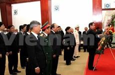 越南党、国家高级代表团吊唁老挝领导人