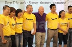 骑摩托车穿越欧洲四国推广越南文化