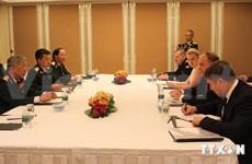 越南防长冯光青与各国防长进行双边会晤