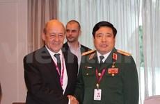 越南国防部长分别同美英法防长举行双边会晤